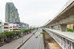 Erhöhtes Skytrain-Bahnnetz mit Skypass-Wanderweg ist Lizenzfreie Stockfotografie