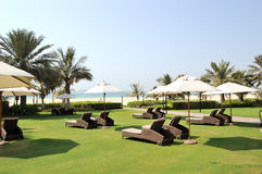 Erholungbereich und Strand des Luxushotels Stockbilder
