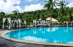 Erholungsort-Swimmingpool, Phuket, Thailand Stockfotografie