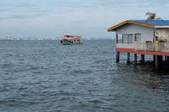 Erholungsort und Fischerboot Lizenzfreies Stockbild
