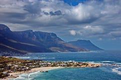 Erholungsortdorf an der atlantischen Küste Stockfoto
