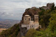 Erice, провинция Трапани, Сицилия, Италия - замок Pepoli также как Венера Замок Castello di Venere стоковое фото rf