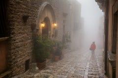 Erice Trapani, Sicilien, Italien - stad i dimman Fotografering för Bildbyråer