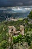 Erice, Trapani, Sicilien, Italien - Torretta Pepoli och panorama- VI Arkivbild