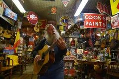 Erick, Oklahoma, usa, Kwiecień 25, 2017: Jeden ostatni mężczyzna od trasy 66 fotografia stock