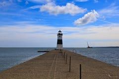 Erie-Hafen Nord-Pier Light auf dem Eriesee lizenzfreie stockbilder