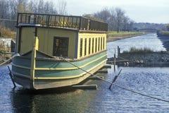 Erie-Kanaldorf mit barge herein Rom, NY Lizenzfreies Stockfoto