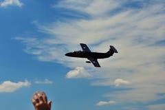 Erinnerungs-Airshow Tschechisches L29 brachte Jet--traning Flugzeuge im Himmel voran Lizenzfreies Stockfoto