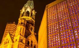 Erinnerungs-Kaiser Wilhelm Church nachts Lizenzfreie Stockbilder