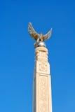 Erinnerungsmonument eines Adlers mit ausgebreiteten Flügeln Lizenzfreies Stockbild