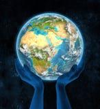 Eritrea op aarde in handen Stock Afbeelding