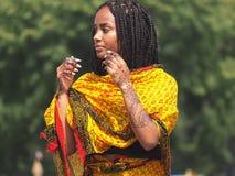 Eritrese Danser With Henna Design Stock Afbeeldingen