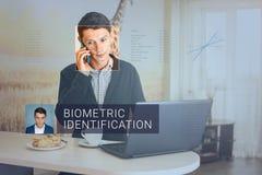 Erkenning van mannelijk gezicht Biometrische controle en identificatie Royalty-vrije Stock Foto's