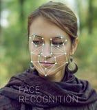 Erkenning van vrouwelijk gezicht Biometrische controle en identificatie Stock Foto