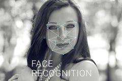 Erkenning van vrouwelijk gezicht Biometrische controle en identificatie stock afbeeldingen