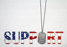 Erkennungsmarken mit Text der amerikanischen Flagge Lizenzfreie Stockfotos