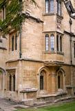 Erker-venster van oude universiteit royalty-vrije stock foto's
