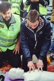 Erklären Sie der Polizei über CPR lizenzfreies stockfoto