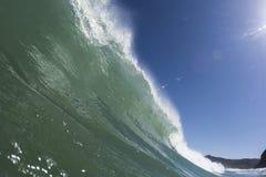 Erklimmende Welle, Piha-Strand stockbilder
