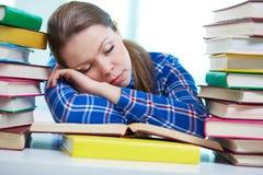Ermüdet, um zu studieren Stockfotos