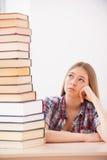 Ermüdet vom Studieren Stockfotos