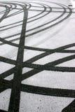Ermüden Sie Spuren im Schnee Stockfoto