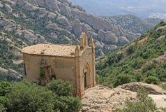 Ermita de Joan del santo en Montserrat Mountain, España Abadía benedictina Santa Maria de Montserrat en Monistrol de Montserrat Foto de archivo