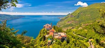 Ermita de Madonna di Montecastello sobre Lago di Garda fotos de archivo libres de regalías
