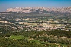 Ermitage de Saint-Jean-du-Puy. Vue sur la Sainte Victoire depuis le Campanile de l`ermitage de Saint-Jean-du-Puy dans le massif du Regagnas en Provence Stock Images