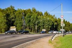 Ermolino Ryssland - Augusti 2018: Rutt A-108 - den stora cirkeln för Moskva fotografering för bildbyråer