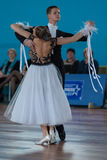 Ermolovich Konstantin och Snegir Anna Perform Youth-2 standart program Arkivfoton