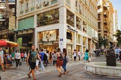 Ermou торговая улица одежды для Афин стоковая фотография
