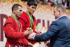 Ernazov Sarbon en Serikov Nurbol op podium Stock Foto's