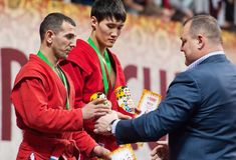 Ernazov Sarbon und Serikov Nurbol auf Podium Stockfotos