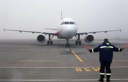 Ernest Airlines Airbus A320-200 flygplan på parkeringsområdet Royaltyfri Fotografi