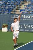 Ernests Gulbis: Favorable servicio del jugador de tenis Imagen de archivo