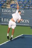 Ernests Gulbis: Favorable servicio del jugador de tenis Foto de archivo