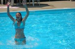 Erneuernbad im Pool Lizenzfreie Stockfotos