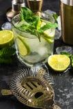 Erneuerndes authentisches Kubaner Mojito-Getränk stockbild