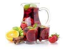 Erneuernsangria (Locher) und Früchte Lizenzfreie Stockfotos