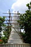 Erneuerte weiße Pagode in Bangkok, Thailand stockbilder