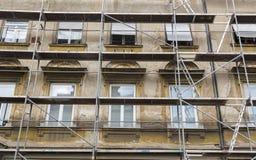 Erneuerung PF die Gebäudefassade stockbilder
