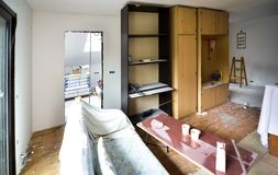 Erneuerung und Innenraum des Haupthauses oder der Wohnung umbauend stockfoto