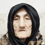Ernste ältere Frau lizenzfreies stockfoto