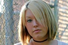 Ernste junge blonde Frau Stockfotos