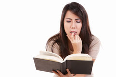 Ernste junge Frau mit Buch Lizenzfreies Stockfoto