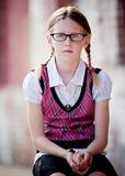 Ernste kleines Mädchen-tragende Gläser Stockfotos