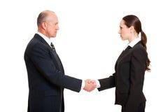 Ernster Geschäftsmann, der junge Frau grüßt Stockbild