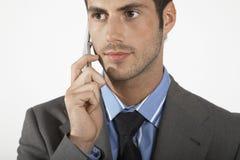 Ernster Geschäftsmann Using Mobile Phone stockfoto