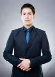 Ernster junger Mann lizenzfreie stockfotos